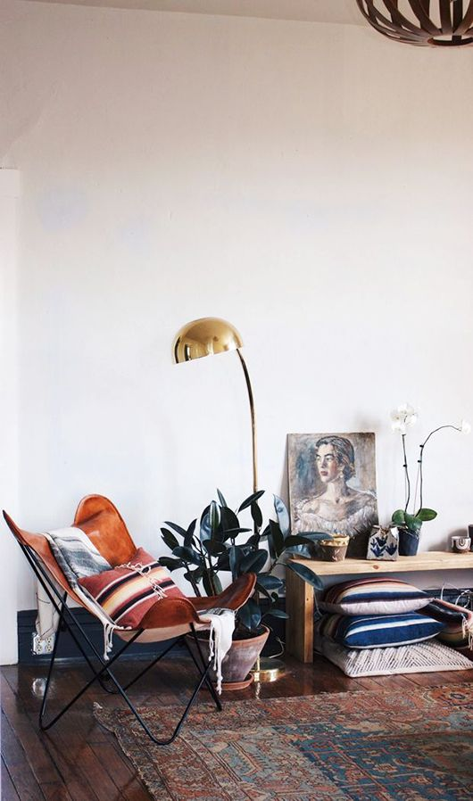 Room with a leather butterfly chair